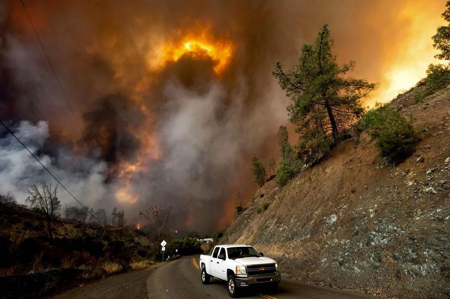 美国加州山火失控蔓延 物流派送大面积延误